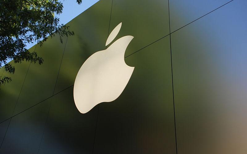Apple multada