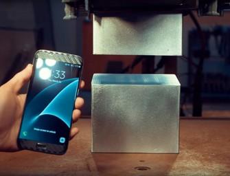 El Samsung Galaxy S7 Edge 'sangra' en una prensa hidráulica