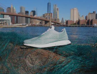 Adidas vende un millón de zapatillas hechas con basura marina