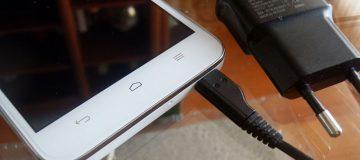 Una estudiante americana inventa una batería para móviles casi infinita